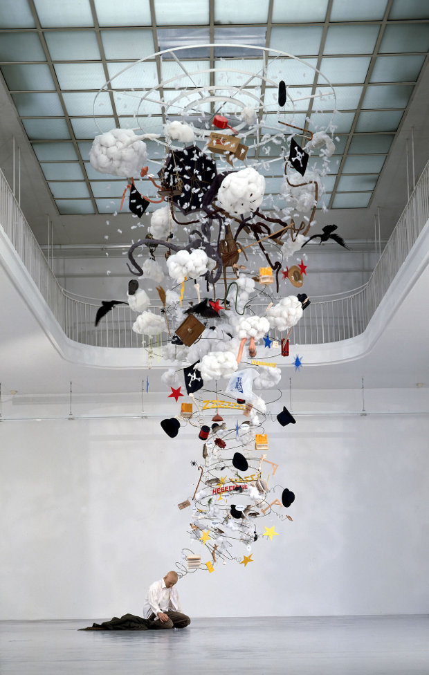 Gilles Barbier L'ivrogne, 1999-2000 Techniques mixtes, 600 x 300 x 300 cm. Collection du MAC/VAL, musée d'art contemporain du Val-de-Marne © Mac/Val, photo Marc Domage